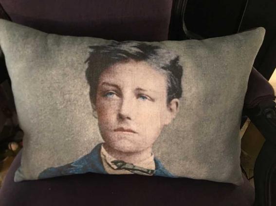 Coussin lin ancien portrait Arthur Rimbaud
