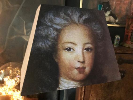 Abat jour pyramide rectangle portrait Louis XVI jeune homme