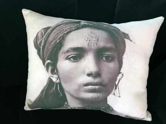 Coussin lin, portrait jeune fille orientale