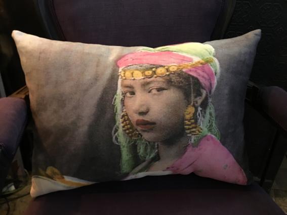 Coussin lin, portrait jeune mariée orientale