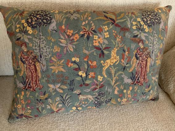 Coussin tapisserie ancienne troubadours fond vert