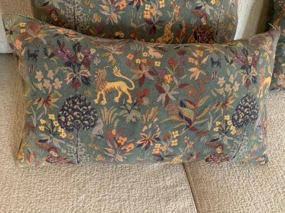 Coussin allongé tapisserie ancienne